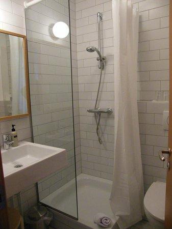 Hotel Edda Hofn: modern bathroom...