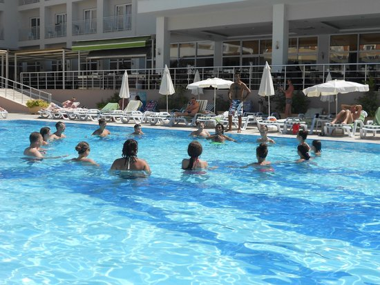 White Lilyum Hotel: Havuz eğlencesi