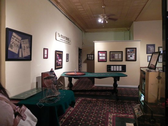 Gangster Museum of America: a room in the museum