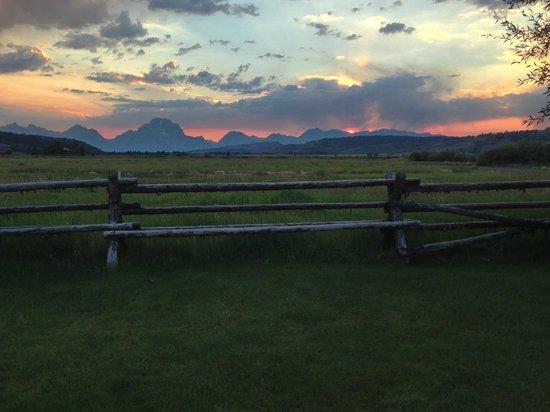 Luton's Teton Cabins : Pano fo sunset view.