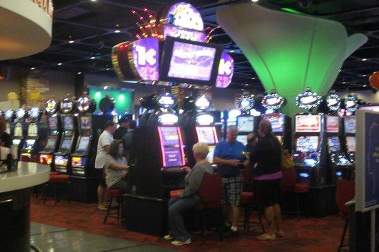 Red Shores Racetrack & Casino: Small and cozy casino