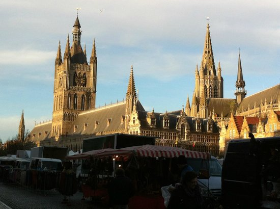 Novotel Ieper Centrum : Cloth hall in the square 2/3 min walk from hotel