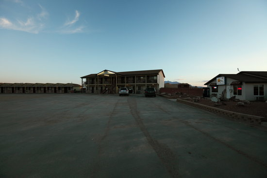 Whispering Sands Motel : Motel/Cabin units