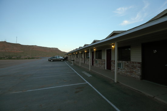 Whispering Sands Motel : Cabins