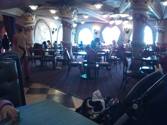 Queen of Hearts Banquet Hall : 13.03.01【クイーン・オブ・ハート】店内の雰囲気