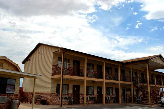 Whispering Sands Motel : Manor