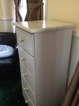River House Hotel: battered furniture