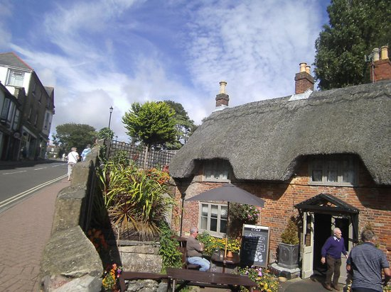 Braemar Hotel Shanklin : Near to the restaurants/pubs of the Old Town