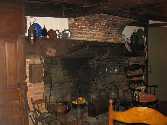 Stephen Daniels House : Hearth in the oldest part of the house (1667)
