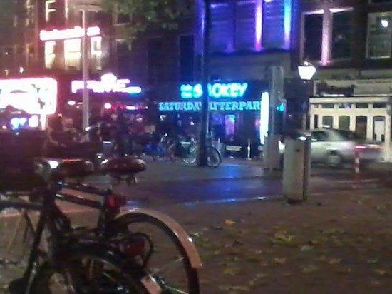 Atlanta Hotel: smokeys coffee shop across the way