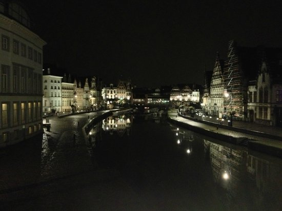 Ghent Marriott Hotel: View of the area at night