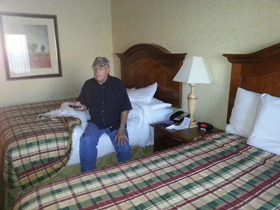Red Lion Hotel Portland Airport: beds not bad