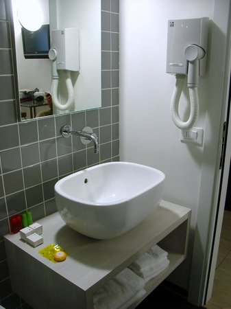 Mua': Bathrooms Complete With Hairdryers & Toiletries