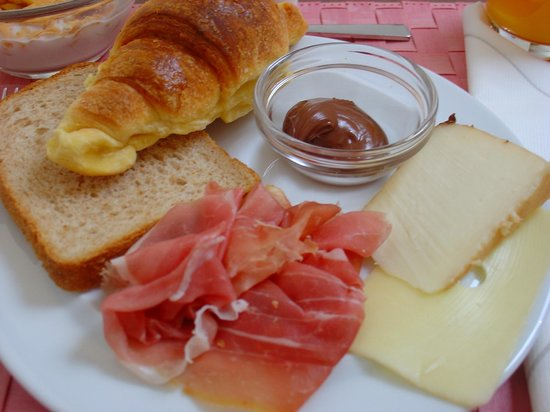 Mua': Sweet Pastries, Cheese and Prosciutto