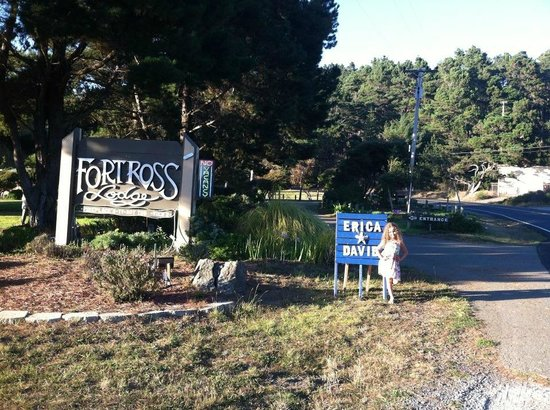 Fort Ross Lodge : entrance off hwy 1