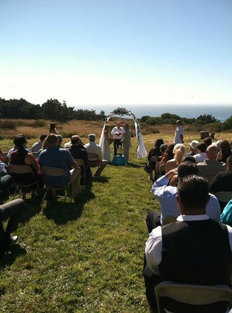 Fort Ross Lodge: awesome back ground to get hitched!