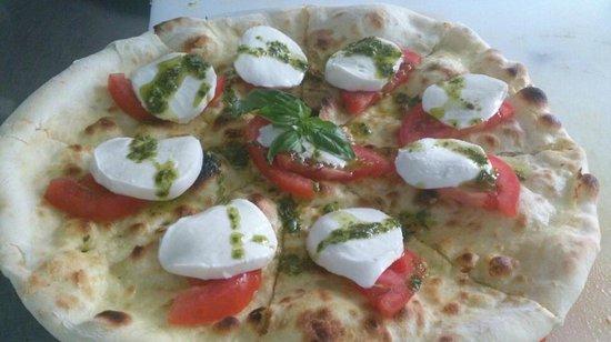 Il Giardino: Pizza Caprese