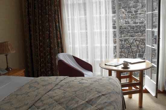 Dunadry Hotel: quiet room with space to relax