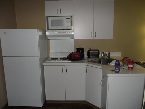 Extended Stay America - Orange County - Anaheim Convention Center : Kitchenette had everything we needed for basic meals.