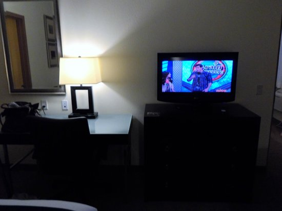Holiday Inn Express Absecon - Atlantic City Area: tv in second bedroom