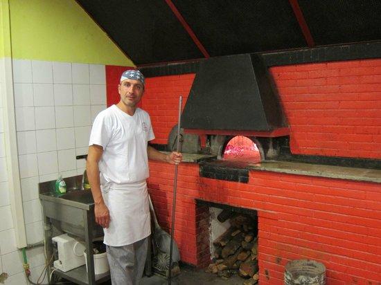 Pizza Forum: Pizzaiola at Work