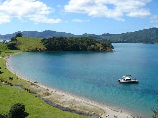 Carino Sailing & Dolphins: Island stopover on the Carino day sailing adventure