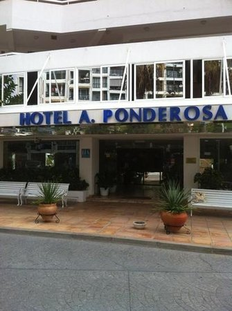 Ponderosa Apart Hotel: front of hotel