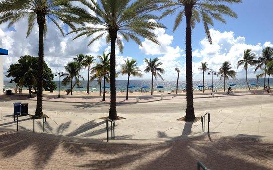 Villa Venice Men's Resort: Fort Lauderdale beach - 5min walk from the hotel