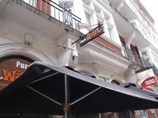 London Marriott Hotel Grosvenor Square: Best Waffle in London is next door