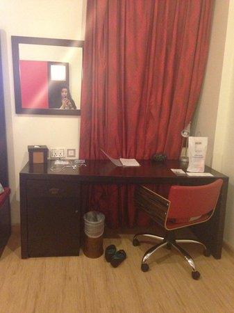 Ramada Encore Doha : desk