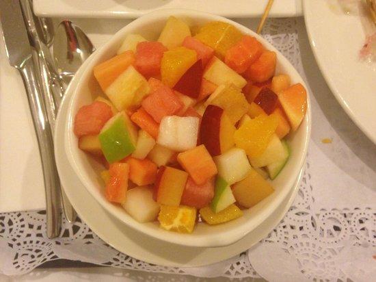 Ramada Encore Doha : fruit salad