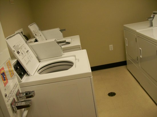 TownePlace Suites Harrisburg Hershey: laundry