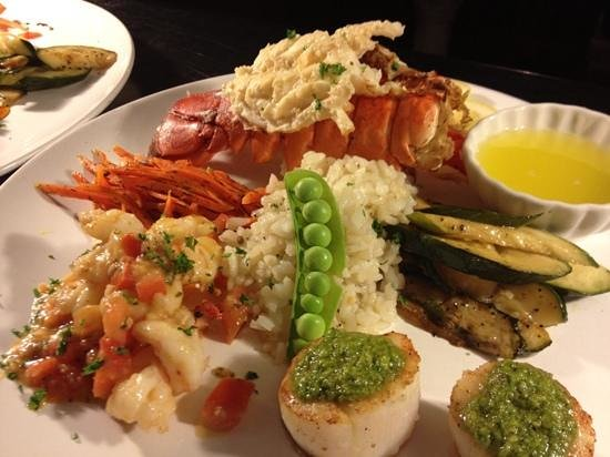 Duncan Creek Wine Bar : Fruit of the sea - lobster,scallops and shrimp