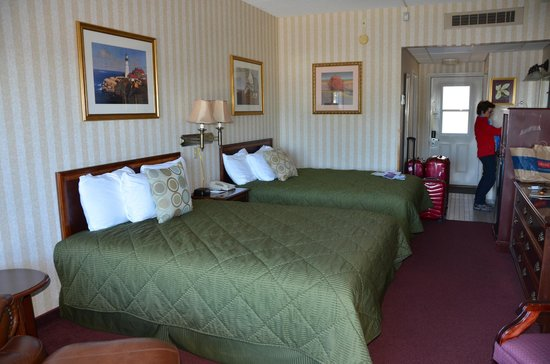 Atlantic Oceanside Hotel and Event Center: Two queen beds