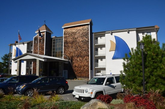 Atlantic Oceanside Hotel and Event Center: Front of the hotel