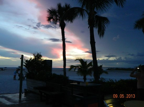 Outrigger Beach Resort: Another nice sunset