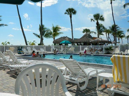Outrigger Beach Resort: Pool