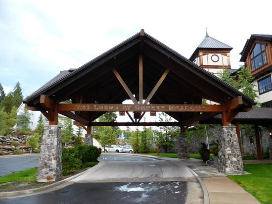 Tamarack Resort: The entrance to the lodge