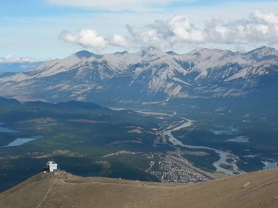 Jasper SkyTram: The clouds fully lifted. Top of the tram on the bottom left.