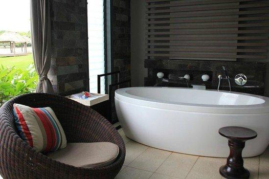 InterContinental Fiji Golf Resort & Spa: outside bathtub