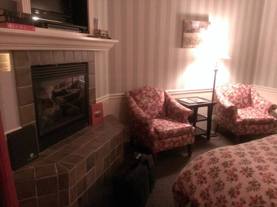 Inn at Sonoma, A Four Sisters Inn: downstairs room