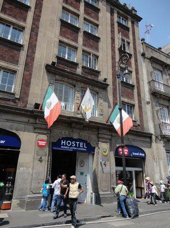 Hostel Mundo Joven Catedral: entrada do hostel.