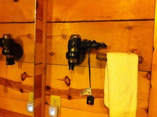 Pinewood Cabins: hair dryer