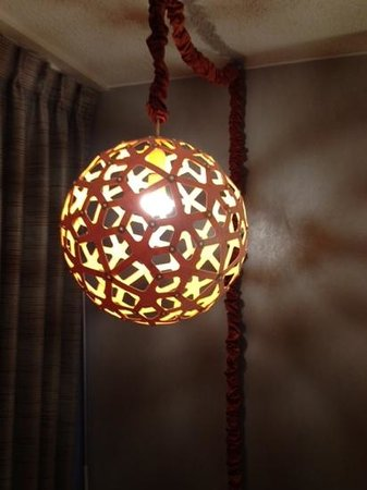 Hotel Derek Houston Galleria: The lamp did not say trendy