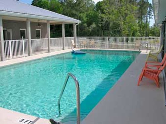 Cedar Key RV Resort: Heated Pool