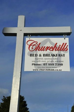 Churchills Bed & Breakfast : Look for our sign on the corner of Thames Street and Victoria Avenue