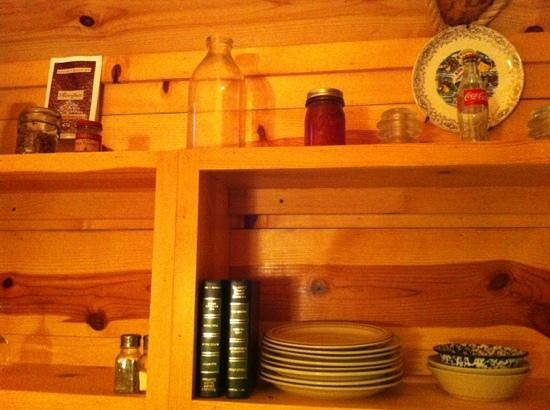 Pinewood Cabins: even give you a few books to read