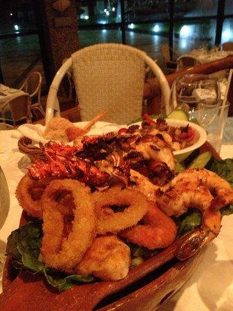 El Cid Castilla Beach Hotel: dinner served!