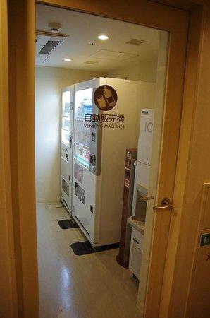 Hotel Sunroute Plaza Shinjuku: Vending machines on the floor I stayed