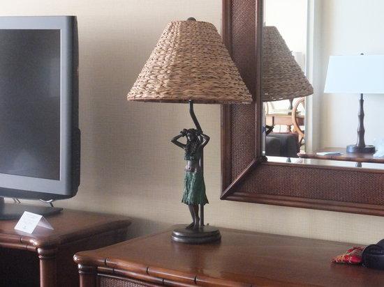 Outrigger Waikiki Beach Resort: gorgeous lamp